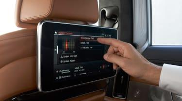 BMW 750i - seat screen