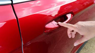 Ford Edge second report - door handle
