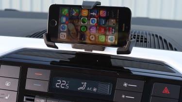 Volkswagen up! 1.0 TSI petrol - phone holder