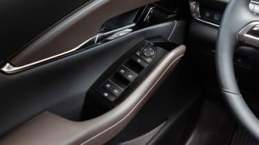 Mazda CX-30 SkyActiv-X - door handle