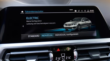BMW 330e - infotainment