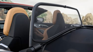 BMW M8 Competition Convertible - wind deflector