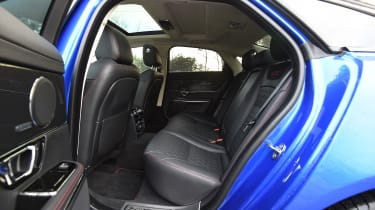 Jaguar XJR 575 - back seats