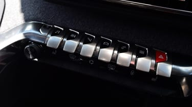 Peugeot 5008 - centre console switches