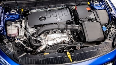 Mercedes GLB - studio engine