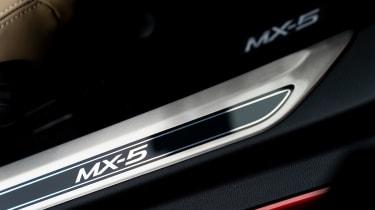 Mazda MX-5 1.5 - sill