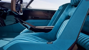 Peugeot e-LEGEND - front seats