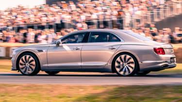 Bentley Flying Spur - side tracking