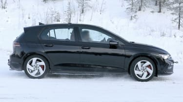Volkswagen Golf GTI 2020 - spies - side tracking