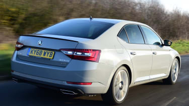 Skoda Superb Sportline - rear tracking