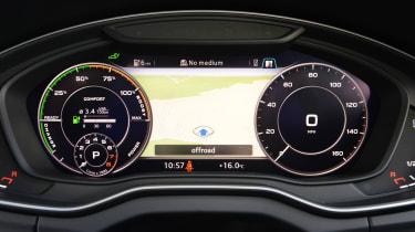 Audi Q5 TFSI e - dials