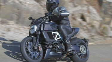 Ducati Diavel review - front tracking