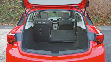 Vauxhall Astra BiTurbo 2016 - boot