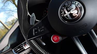 Alfa Romeo Giulia Quadrifoglio - start/stop button