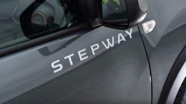Triple test - Logan MCV Stepway - badge
