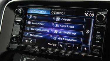 Mitsubishi Outlander - infotainment