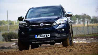 SsangYong Musso - front off-road