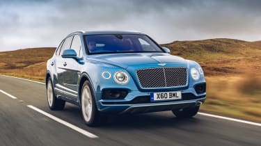 Bentley Bentayga Hybrid - front tracking
