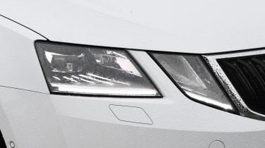 skoda octavia estate headlight
