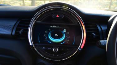 MINI Cooper 5dr central screen colour