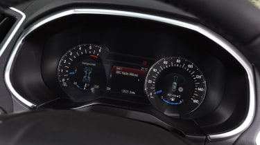 Ford Edge - dials detail