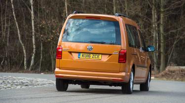 Volkswagen Caddy Maxi Life TSI 2016 - rear cornering