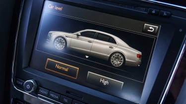Bentley Flying Spur V8 S - infotainment screen