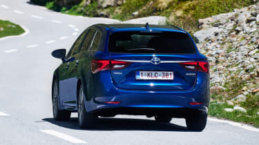 Toyota Avensis Touring Sports - rear action