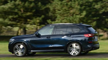 BMW X5 xDrive45e - side action