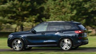BMW X5 xDrive45e - side action