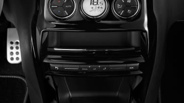 DS 3 hatchback and Cabrio - centre console