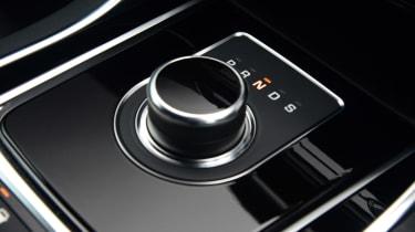 Jaguar XE 300 Sport - transmission
