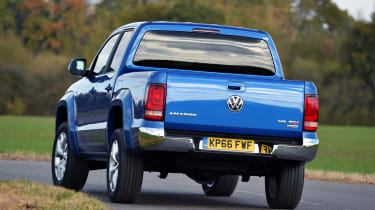 Volkswagen Amarok pick-up 2016 - rear corner