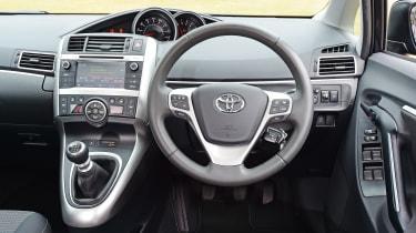 Toyota Verso - interior