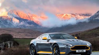 Aston Martin V12 Vantage S 2016 - front sunset