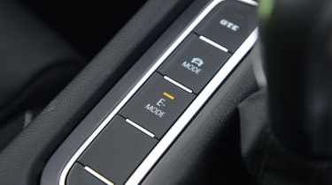 Volkswagen Passat GTE Estate - drive mode