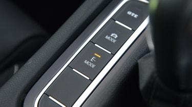 Volkswagen Passat GTE Estate - drive mode