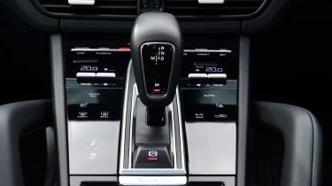Porsche Cayenne Coupe GTS - gear lever