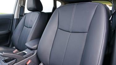 Nissan Pulsar - front seats