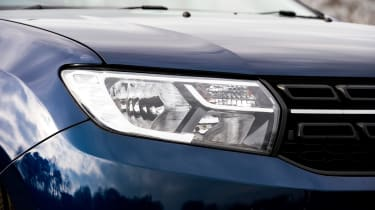Dacia Sandero facelift - front light detail