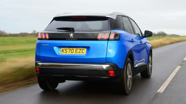 New Peugeot 3008 facelift 2020 rear tracking
