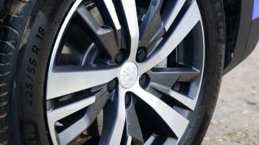 New Peugeot 3008 facelift 2020 wheel
