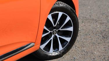 Renault Clio Long termer - wheel