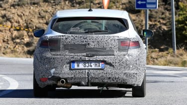 Renault Megane facelift spy shots