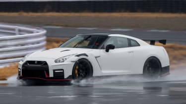 Nissan GT-R NISMO - front action