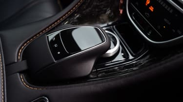 Aston Martin DB11 - controls