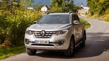 Renault Alaskan - front action