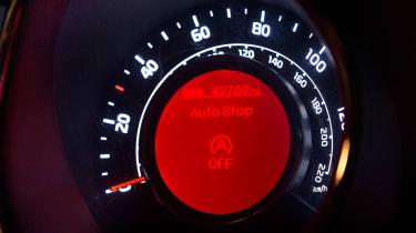 Used Kia Rio - dials