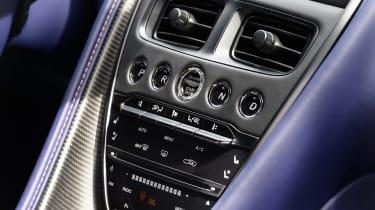 Aston Martin DB11 V8 - centre console