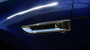 Jaguar F-Pace 3.0d 2016 - side vent